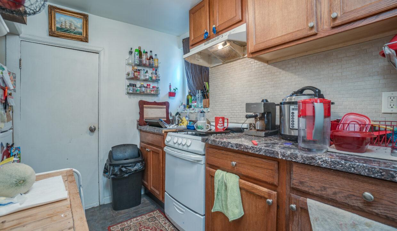032 Kitchen
