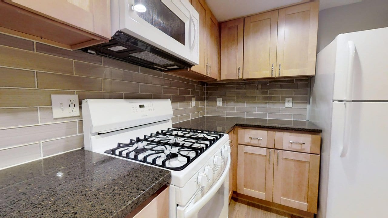 323 E. University Pkwy: Renovated 2-Bedroom with Central Air, Fully Equipped Kitchen