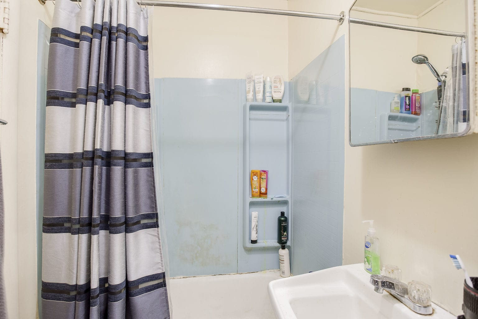 17 1st Flr Bathroom