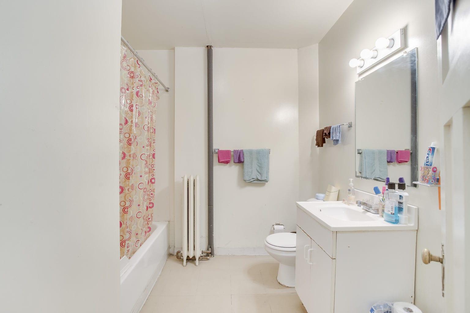 27 2nd Flr Bathroom
