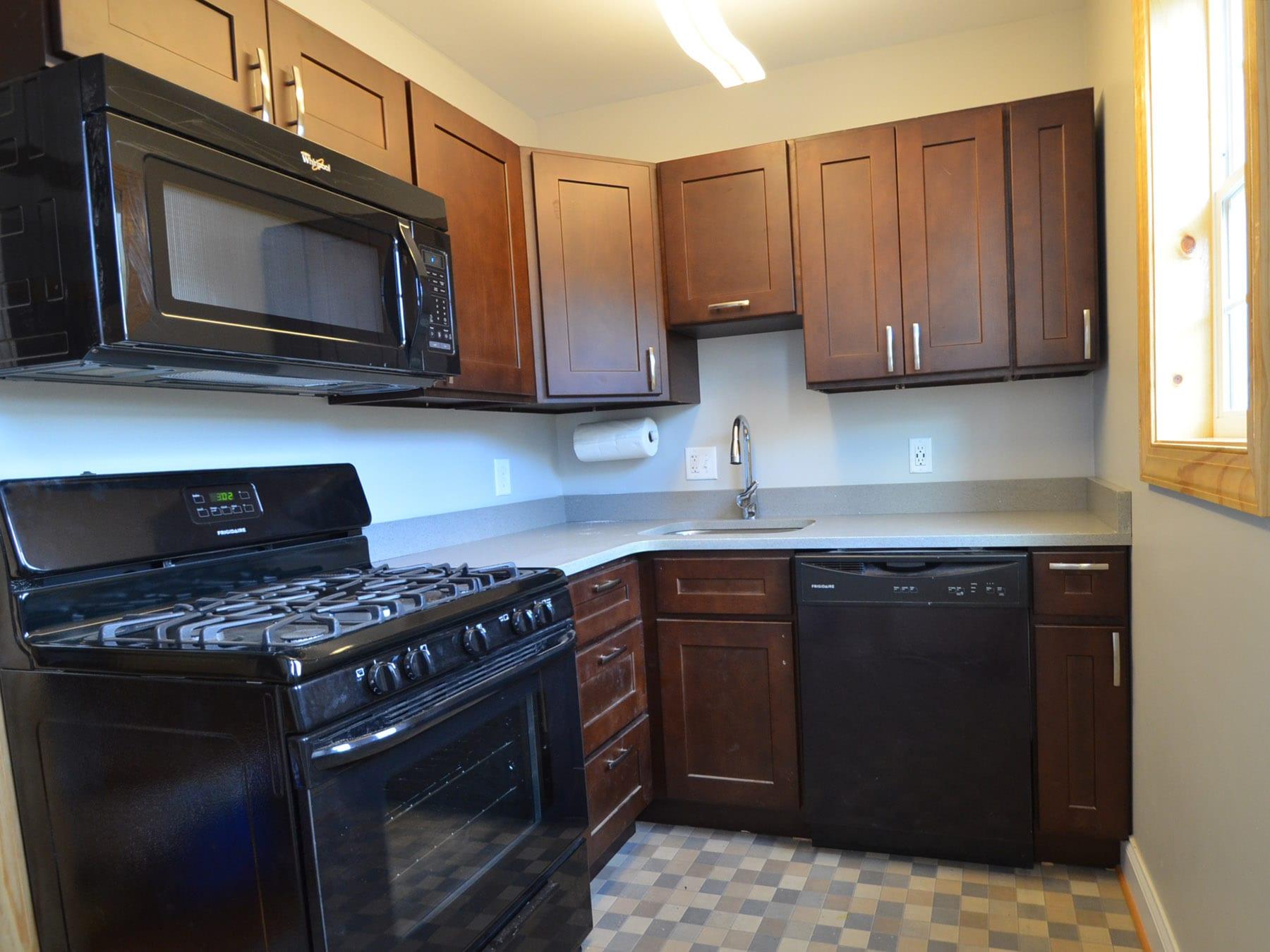 3126 Guilford ~ Top Floor, Charming 1 Bedroom Junior Apartment