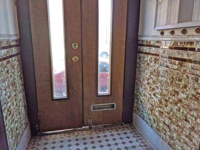 08 869 Entrance Foyer
