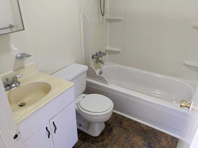 15 869 1st Flr Bathroom 1