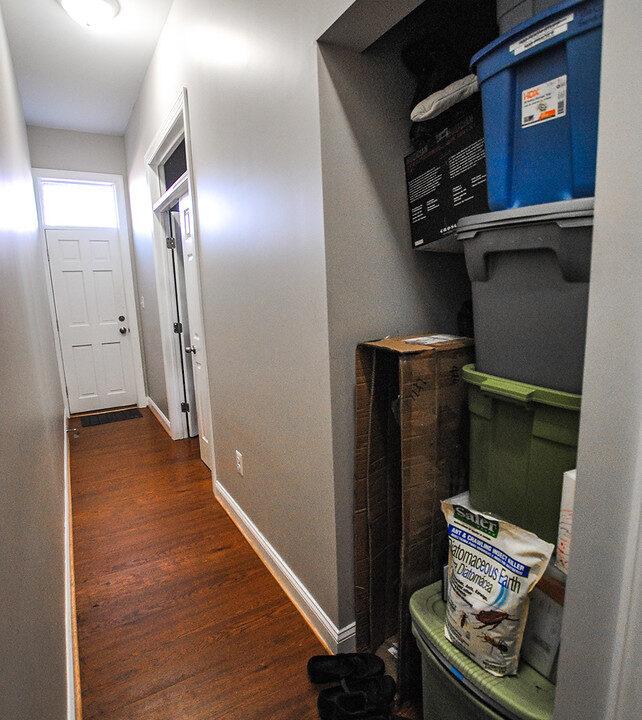 16 unit 1 laundry cubby