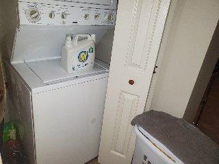871 18 1st Flr Washer dryer