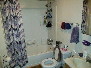 871 37 3rd Flr Bathroom