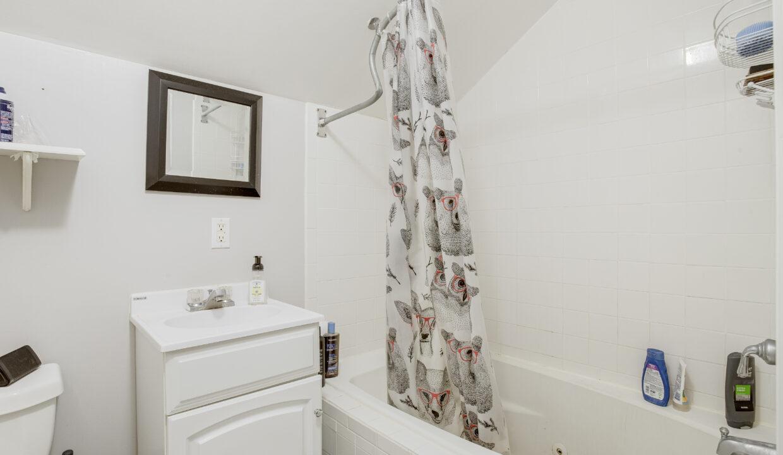 3rd Floor Bath scaled