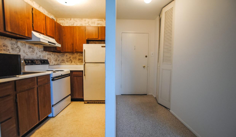 32 Kitchen Foyer