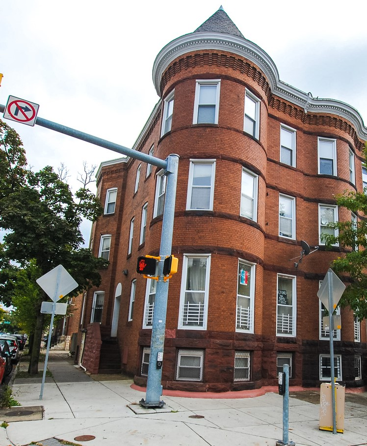 2647 N Charles St: 4 Apartments in this End-of-Group Building, Rehabbed in 1992